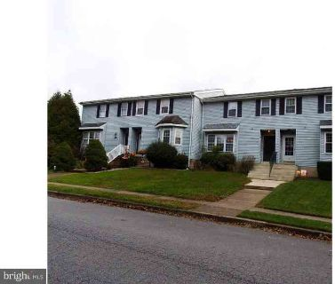 154 Green Ln Newark Three BR, Move right in to spacious town home