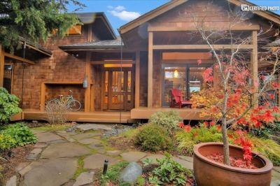 $6250 3 single-family home in Kirkland