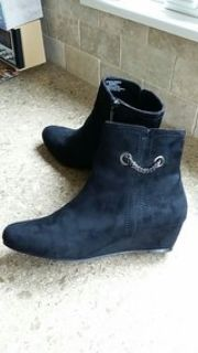 suede ankle boots 9.5 brand Impo
