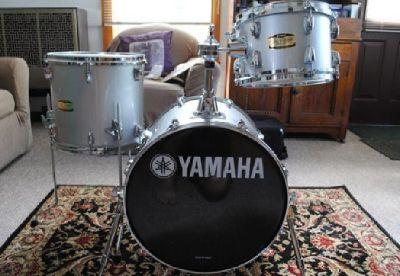 $439 Yamaha Manu Katche Hip-Gig Drum Set (Silver Sparkle)