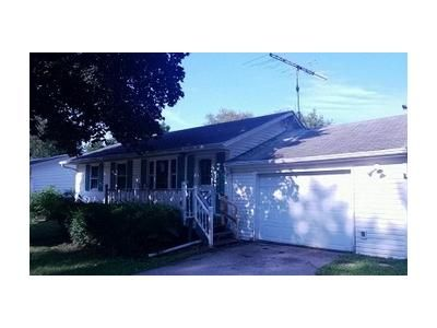 3 Bed 1 Bath Foreclosure Property in Poplar Grove, IL 61065 - Summitt St