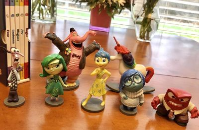 Inside OUT figurines and 5 books on emotions