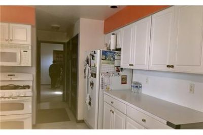 Move right in this well maintained home. Washer/Dryer Hookups!