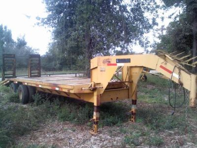 25 Ft Gooseneck Flatbed