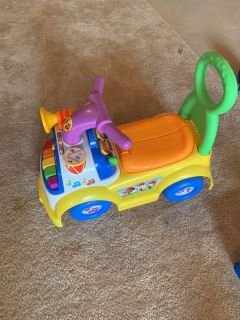 Little people sit and stand car