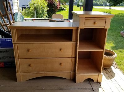 Dresser/changing table--POOS