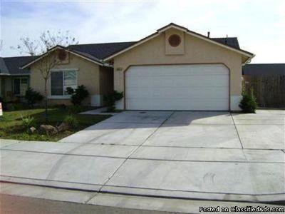 681 Gloria Ave, Sanger, CA 93657
