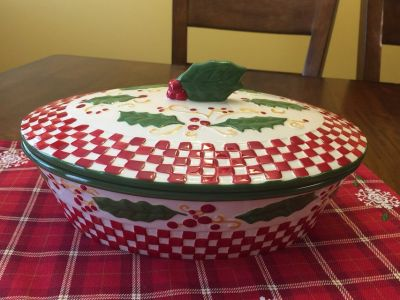 Temp-tations Holiday Baker w/Lid - Holly Pattern
