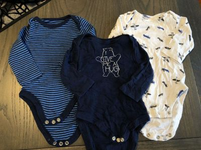 Set of 3 long sleeve onesies 0-3 month size