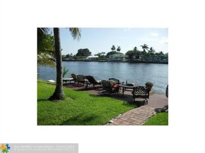 Gorgeous views from this point lot on the Intracoastal waterway.