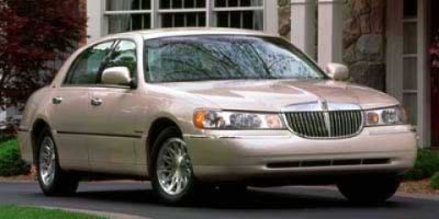 1999 Lincoln Town Car Executive (Toreador Red Metallic)