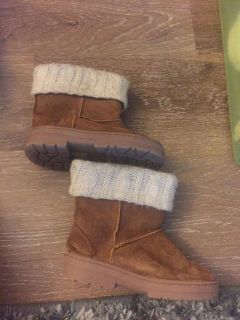 Toddler size 9 boots in great condition