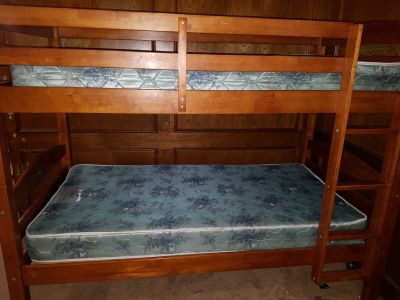 Wooden bunk bed with (2) twin mattress