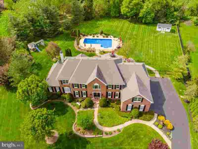 2016 Silverwood Dr NEWTOWN Six BR, Presented by the original