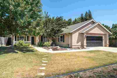 438 Connie Ave White Rock Three BR, What a gem! This sweet home