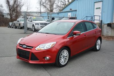 2012 Ford Focus SEL (Race Red)