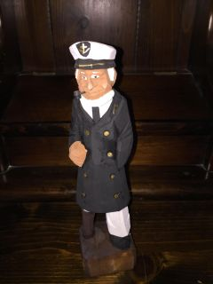 CARVED WOODEN SHIP CAPTAIN