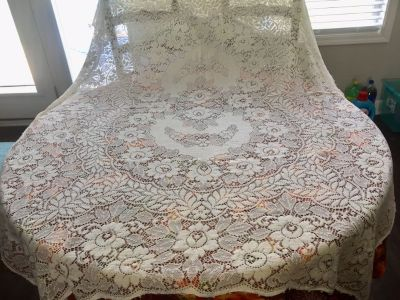 Quaker Lace Tablecloth Vintage 50 by 68