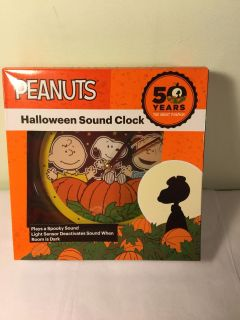 NWT Peanuts Halloween clock with sound