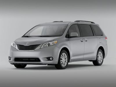 2013 Toyota Sienna XLE 7-Passenger Auto Access Se (Blizzard Pearl)