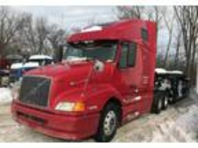 2001 Volvo 670-----2000-Kaufman-Trailer-6-7-Car Truck in Mundelein, IL
