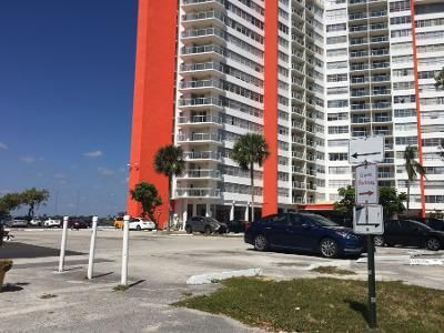 1 Bed 1 Bath Preforeclosure Property in Miami, FL 33179 - NE Miami Gardens Dr Apt 1001