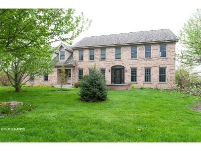 5 Bed 3.5 Bath Foreclosure Property in Gurnee, IL 60031 - N Old Woods Trl