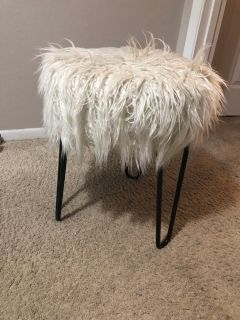 Faux fur stool in white