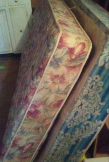 Twin mattress and boxspring