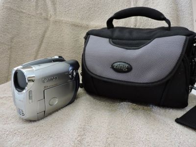 Cannon DC210 DVD Camcorder, Bag, and 3 DVD-Rs