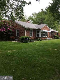 4051 Wilshire Dr York, Lovely 3/Four BR Ranch Home
