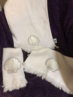 Set of 3 white hand towels with shell embroidered on them. EUC! Display only set.