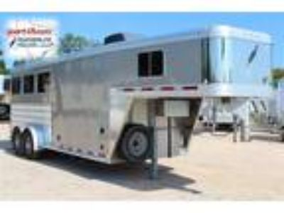 2015 Featherlite 8533 with Living Quarters 3 horses