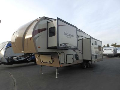 2019 Forest River ROCKWOOD 8299BS, 3 SLIDES, CHAMPAGNE EXTERIOR, REAR LOUNGE RECLINERS, ISLAND KITCHEN WITH CORIAN, 2 A/C'S, 12 CU.FT FRIDGE