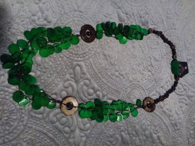 Green wooden necklace set