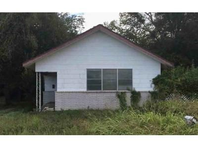 2 Bed 1 Bath Foreclosure Property in Eagle Lake, TX 77434 - E Post Office St