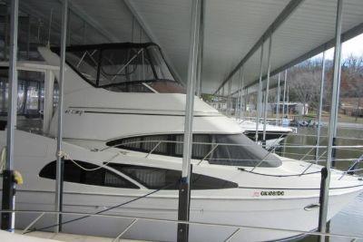 2005 Carver 41Cockpit Motor Yacht