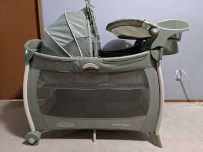 Graco deluxe pack n play with bassinet & changing station