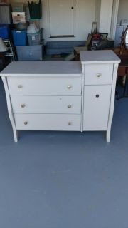 Dresser/Changing Table. 48x20x35 Tall side 40