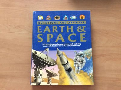 Q&A book Earth and Space hardcover