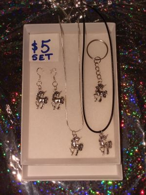 Unicorn jewelry set for total of $5. Chain is 18 inch Real Silver