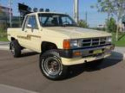 1986 Toyota Hilux Xtra-Cab Pickup 4WD 2.4L 22RE