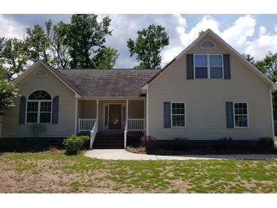 3 Bed 2.0 Bath Preforeclosure Property in Hampstead, NC 28443 - Knollwood Dr