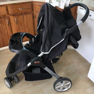 Britax stroller with extra cup holder to back