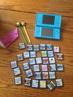 Aqua 2DS with pens and 33 games