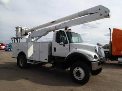 2005 International 7300 4 X 4 Altec Manlift 4X4