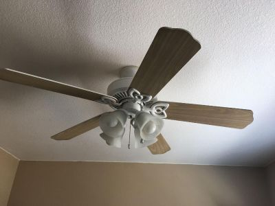 52 inch Hunter ceiling fan. Great condition (See additional pictures)