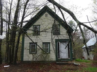 3 Bed 2 Bath Preforeclosure Property in Epping, NH 03042 - School St