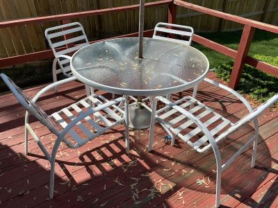 Patio Set (Table, 4 chairs, umbrella stand)