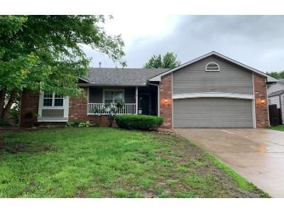 3 Bed 2.0 Bath Preforeclosure Property in Derby, KS 67037 - N Walnut Creek Dr